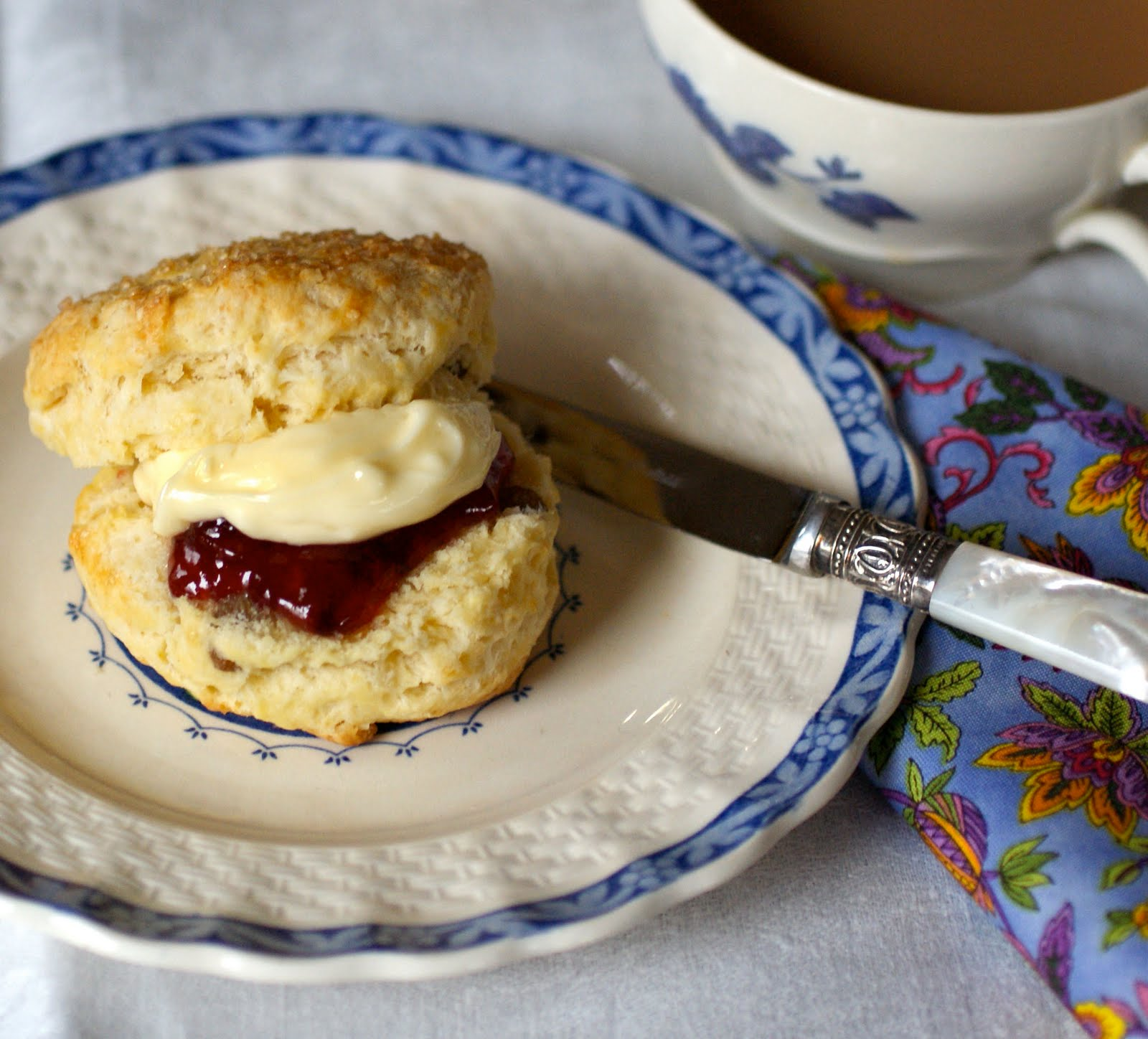 [scone+and+tea+3.jpg]