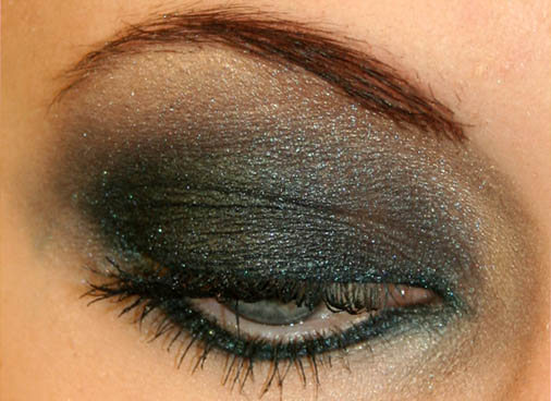 smokey eye makeup application. eye makeup smokey eye. eye