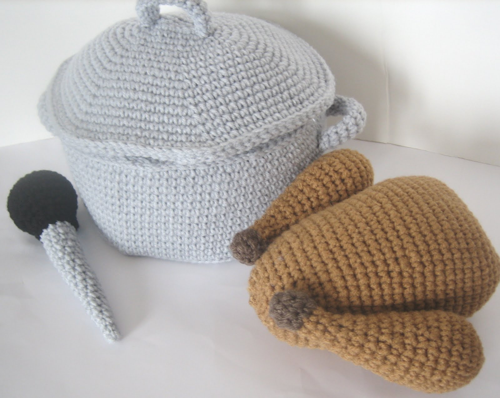 New Crochet Pattern: Turkey with Roasting Pan