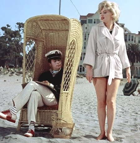 Marilyn Monroe and Tony Curtis at the beach in front of the Hotel Del Coronado in Some Like It Hot