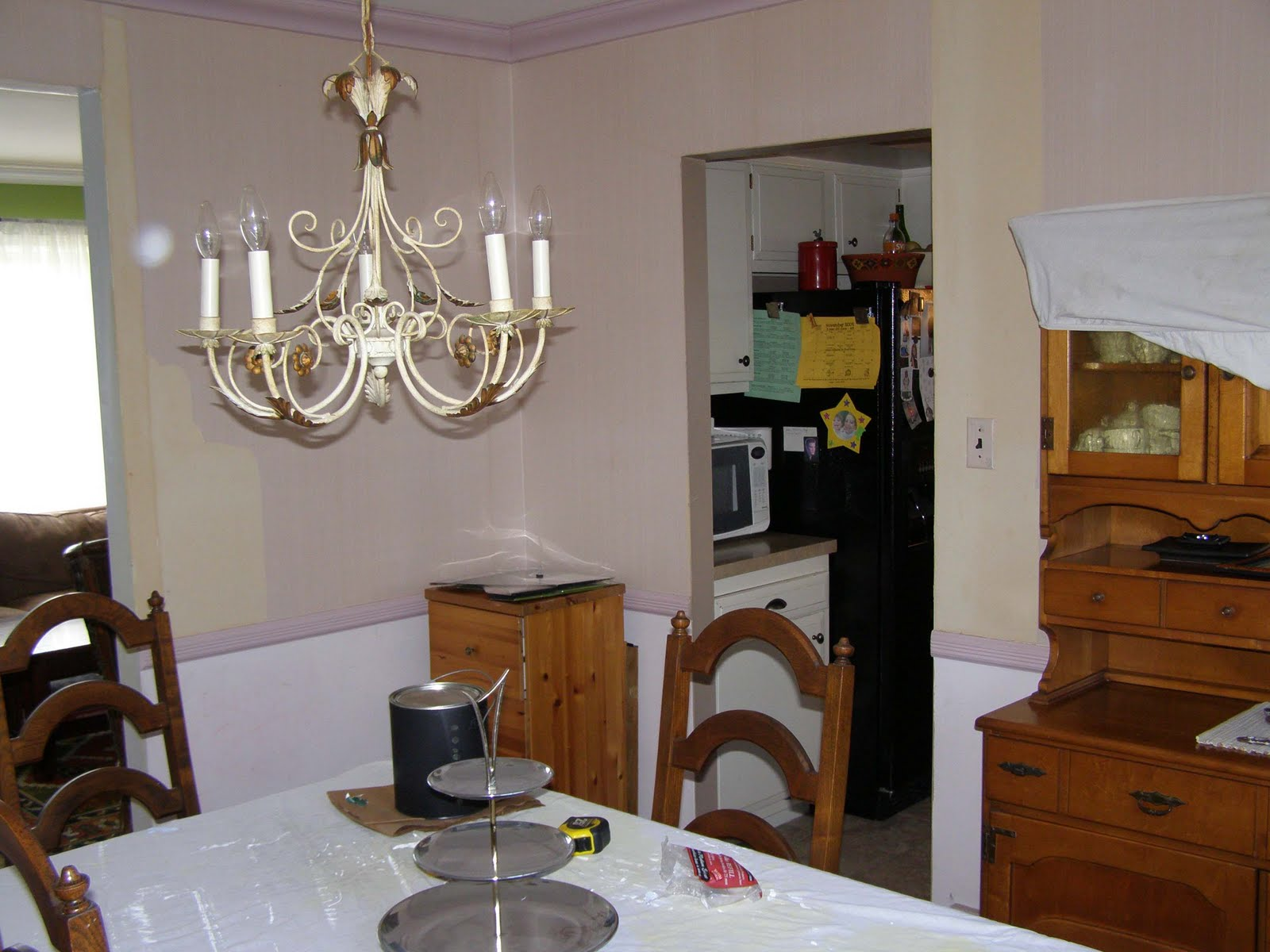http://3.bp.blogspot.com/_qY-z7UwQVnA/SxXP9Pk7e0I/AAAAAAAABbI/xWZOZ4eJps0/s1600/dining+room+Kit+view+before.jpg