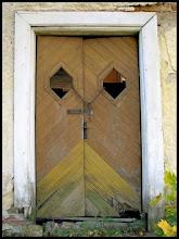 EN sådan dörr fast utan fönster .