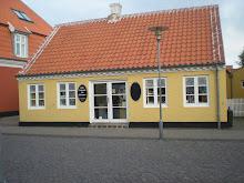Många gula hus.