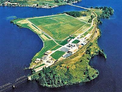L\u0027Île,aux,Chats est située à l\u0027entrée de la Baie Saint,François, côté nord.  Via Google Maps, vous comprendrez mieux de quoi il est ici question.