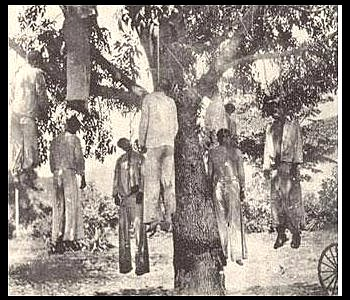 [Image: Cristeros+lynched+1.JPG]