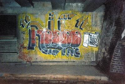 banksy vs robo graffiti londonban