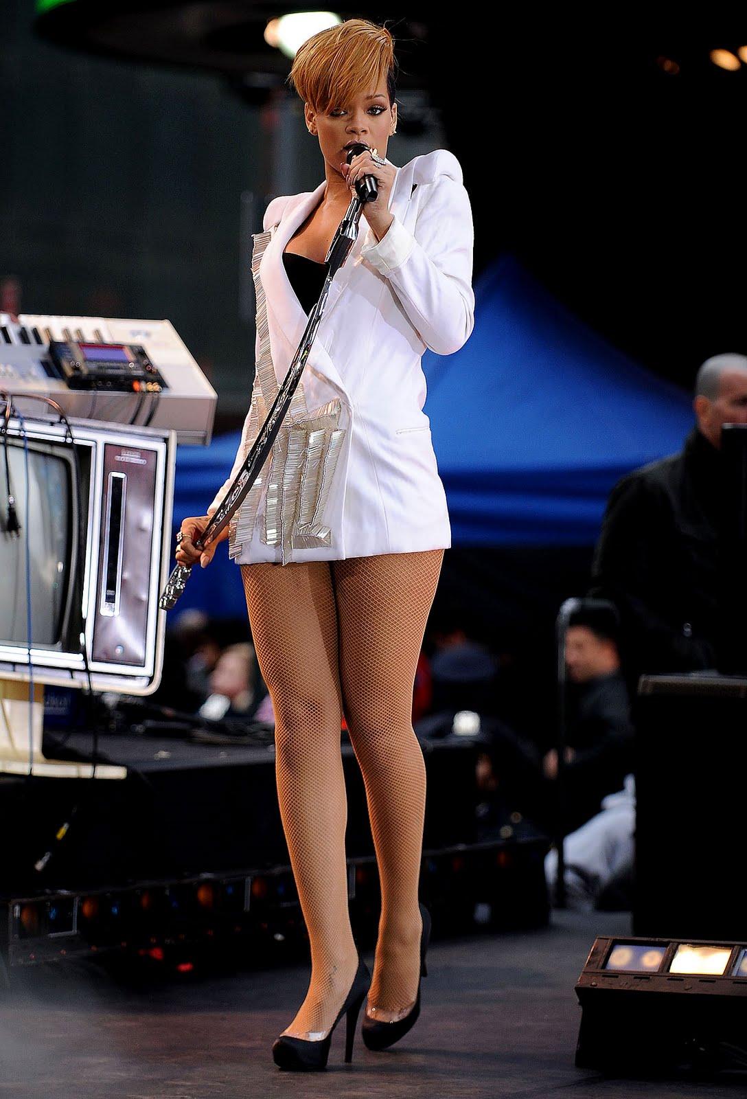 Good Morning America Umbrella : Teen celebrities of hollywood rihanna luce atractiva