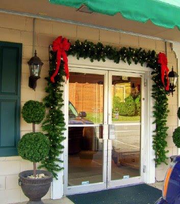 es en sta poca del ao decorar el local de tu tienda con motivos navideos para estimular al cliente tanto si tienes una tienda