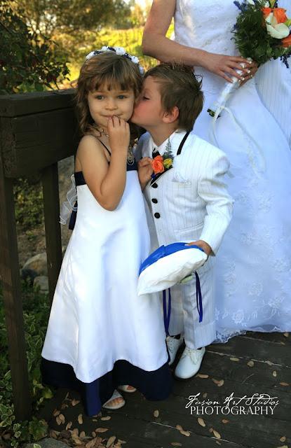http://3.bp.blogspot.com/_qfcupp5GJs4/S3T4-YAbJmI/AAAAAAAAAGs/K4zHW2jH7wA/s640/kissing-kids1.jpg