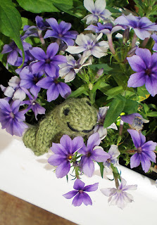 knitted frog in pale purple phlox