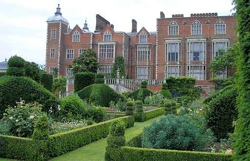 Royal Cribs: Homes of Queen Elizabeth I