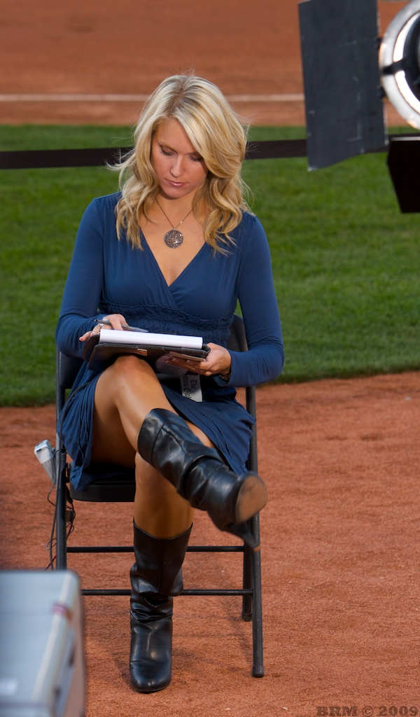 Heidi Watney Legs http://hoopshoops.blogspot.com/2010/07/who-would-you-rather-heidi-watney-vs.html