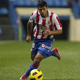 Kun Agüero in Atletico jersey running for a ball