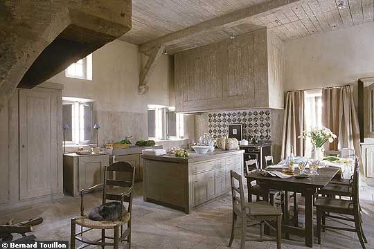 Through the french eye of design eat in kitchens - Maison de provence decoration ...