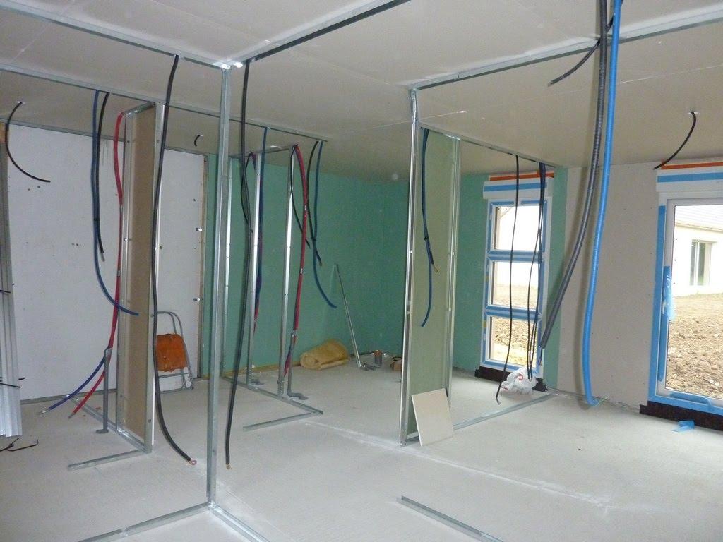 Notre maison en bois luant placo bloc portes et porte for Monter un bloc porte