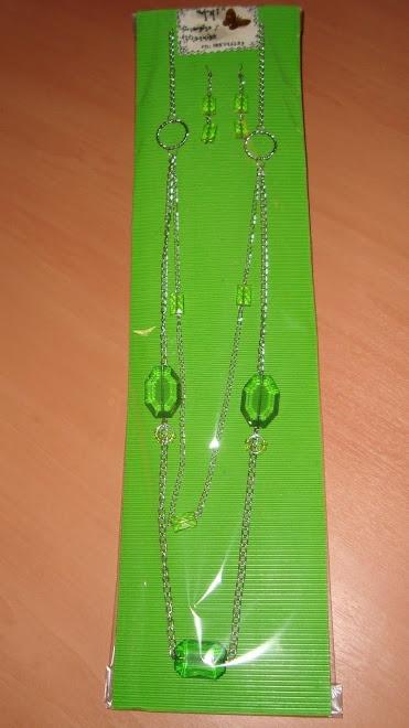 Colgante con aros color verde