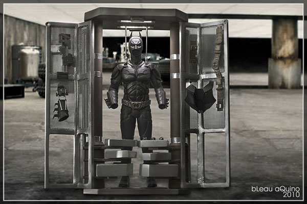 Custom Diorama Batman Hot Toys Armurerie DARK-KNIGHT-ARMOURY-03