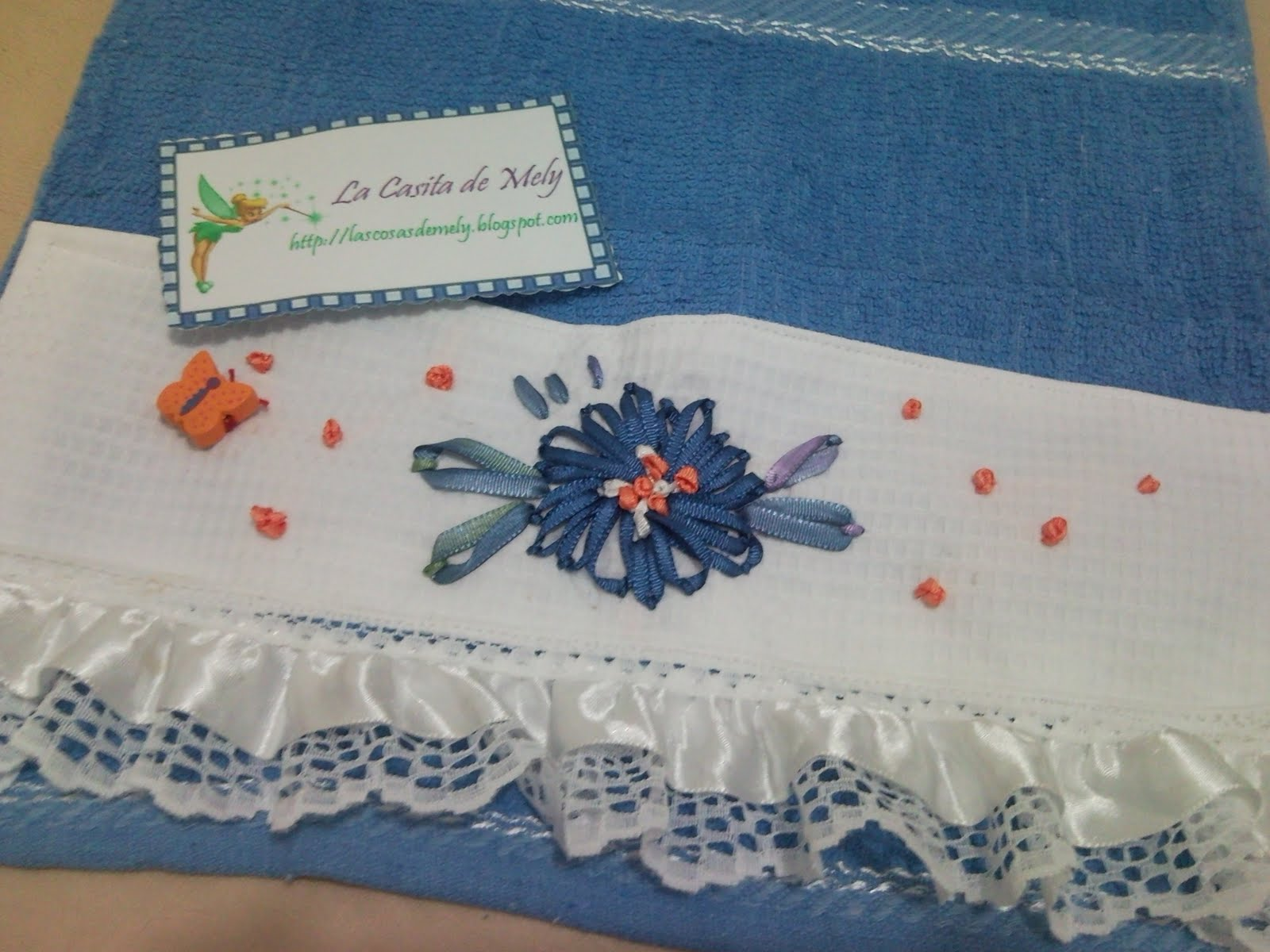 Decoracion en cintas liston flores de liston de tela - Decoracion con mariposas ...