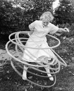 vintage hula hooping pictures from 1920s