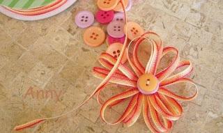 ... flores con cintas de colores que son más sencillas de lo que crees