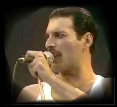 http://3.bp.blogspot.com/_qqNGEeNbOu0/STRn4T2TPZI/AAAAAAAAAEQ/pAO4l1cCCRg/s400/1-freddie+mercury+queen+wimbley+1985.jpg