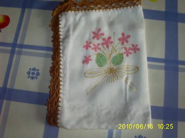 peinture sur tissu et bord en crochet