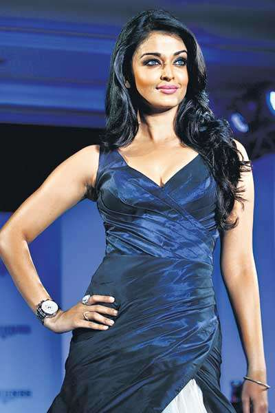 http://3.bp.blogspot.com/_qrmD8jCqKjE/TFuNYidvf7I/AAAAAAAAJMM/Q8vVosQOwz4/s1600/aishwarya-rai-sexy-hot-blue-dress.jpg