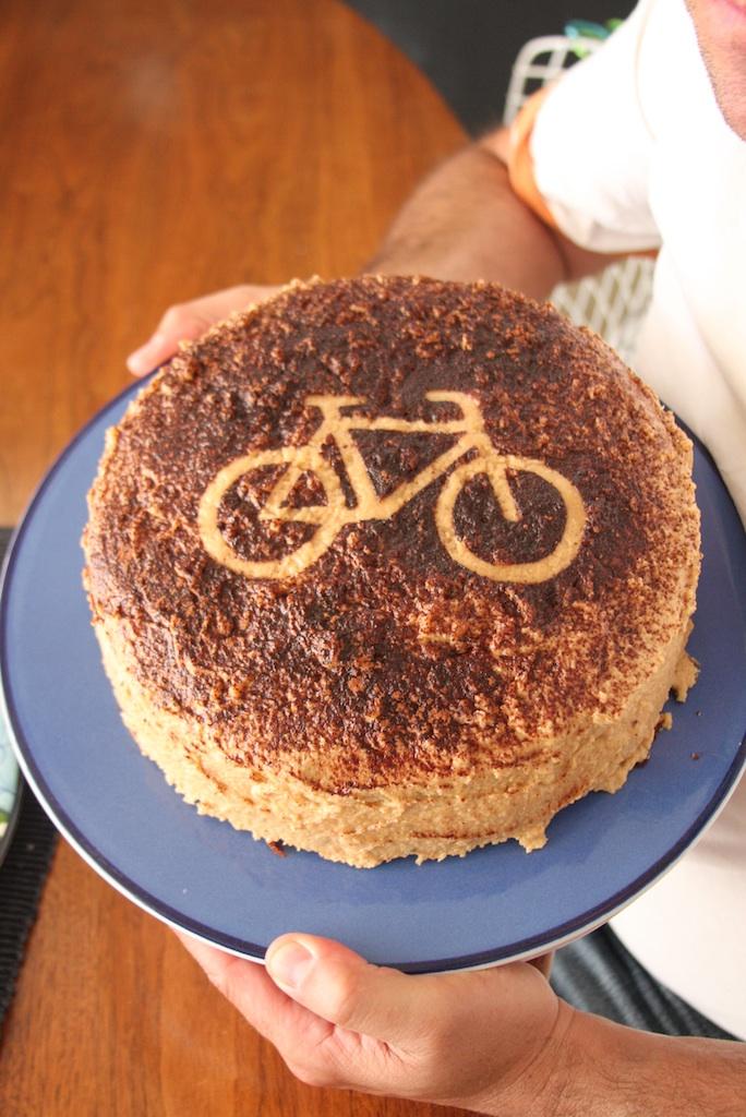 http://3.bp.blogspot.com/_qtKinGlvTt4/TBxmq7c1QYI/AAAAAAAABAY/Yk_T1z6Mx3I/s1600/bicycle-bdaycake.jpg