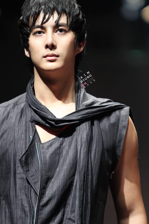 ¡¡¡¡¡Mi PrIMER CHICO  de Asia  ¡¡¡ - Página 3 Seoul+fashion+show+Kim+hyung+joon+3