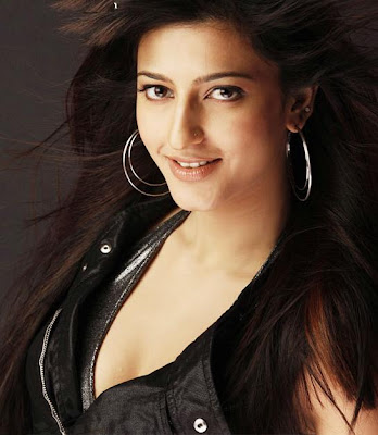 Shrutihaasan hot stills