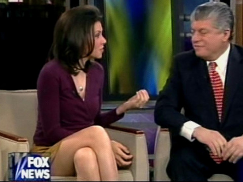 Female News Anchor Legs http://femalereporters.blogspot.com/
