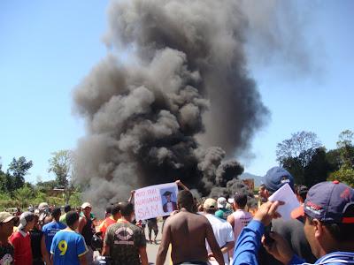 http://3.bp.blogspot.com/_qy4E7T-sOdE/SQ-a9mADN7I/AAAAAAAACZ8/LJFvANM_Z6M/s400/Protesto+Estrada+009.jpg
