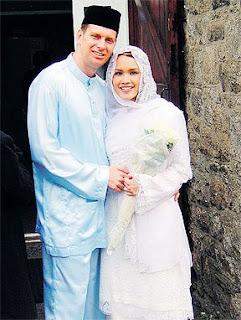 Sarimah Ibrahim Akademi fantasi  dan suami Amir Andrew | PERKAHWINAN, news, scandal, gossip, Weddings, Families, Divorces of Celebrities