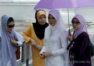 Perkahwinan Arni Nazira dan Wan Hazrie