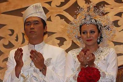 Gambar majlis perkahwinan Adlin Aman Ramlie dan Emelda Rosmila | PERKAHWINAN artis malaysia, news, scandal, gossip, Weddings, Families, Divorces of Celebrities
