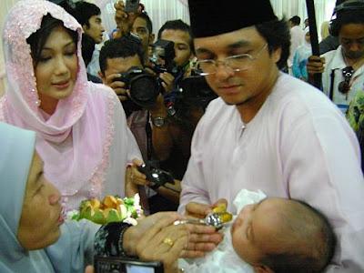 Gambar Engku Aleesya | Anak Erra Fazira dan Engku Emran | PERKAHWINAN ARTIS MALAYSIA, news, scandal, gossip, Weddings, Families, Divorces of Celebrities