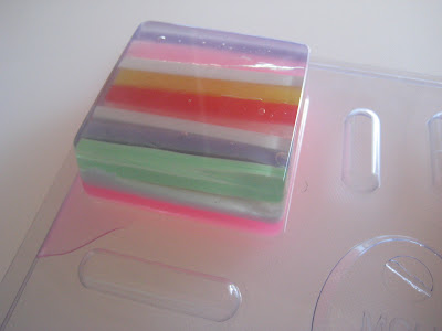 Melt &amp; Pour Soap Making: The soap of many colors