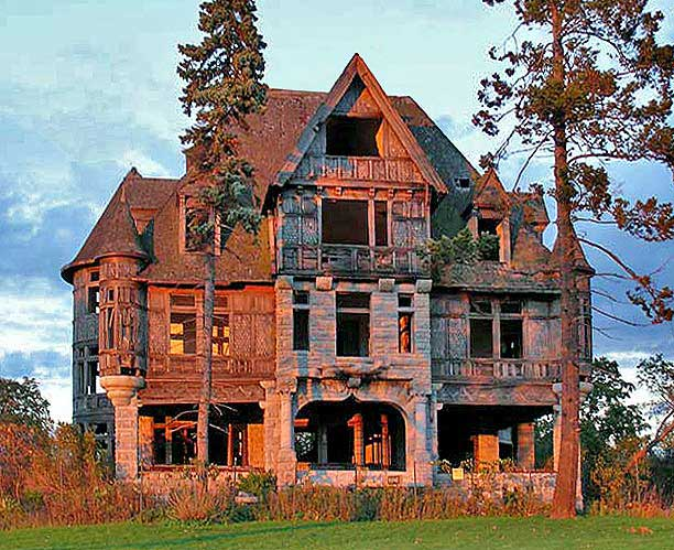 Abandoned old on pinterest abandoned abandoned houses for Classic houses images
