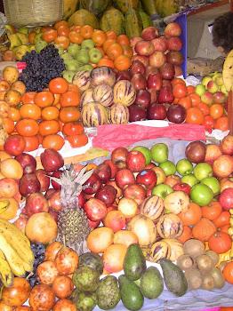 un étal de fruits au marché de Puno
