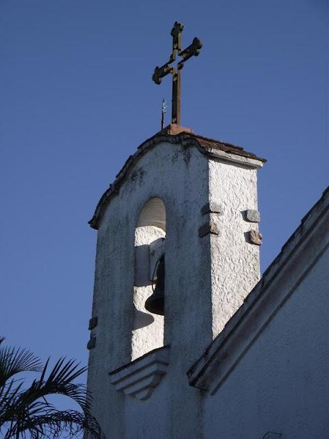 foto da torre do sino da paróquia nossa senhora da assunção em porto alegre