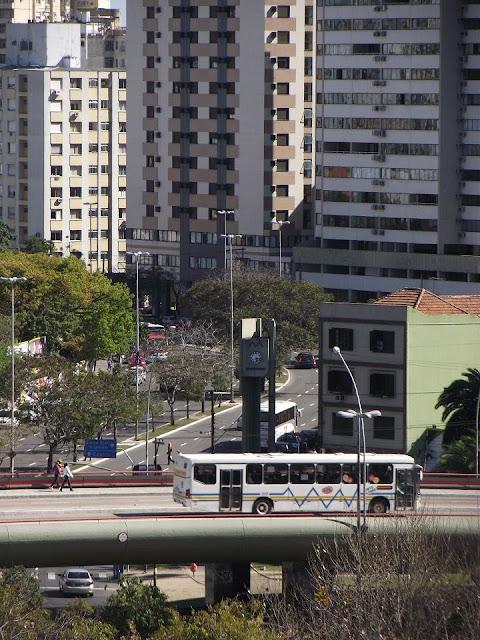 ônibus trafegando sobre o Viaduto Imperatriz Leopoldina em Porto Alegre Rio Grande do Sul Brasil