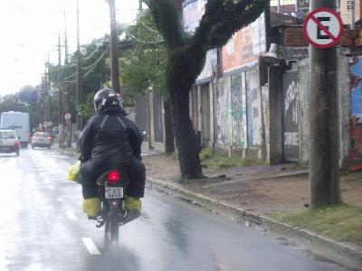 moto motocicleta motoqueiro na chuva