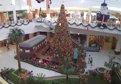 imagem panorâmica da decoração de Natal do Praia de Belas Shopping Center de Porto Alegre