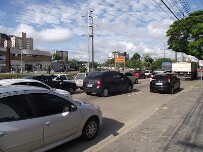 trânsito em Porto Alegre na Avenida Ipiranga, no Bairro Jardim do Salso
