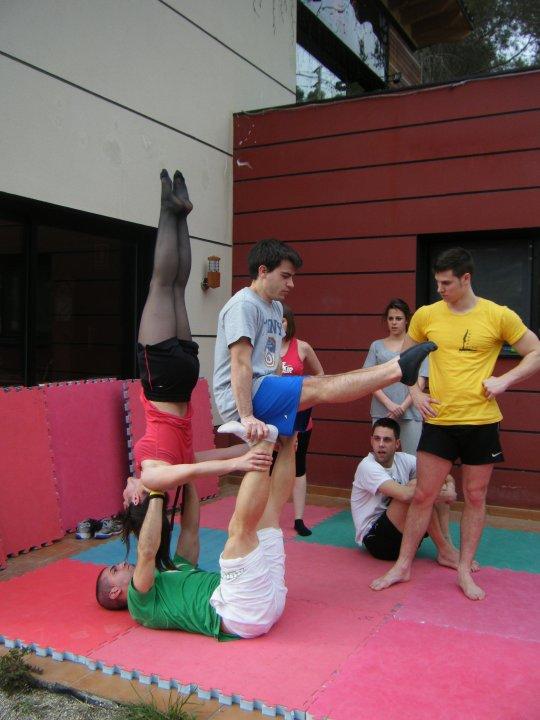 Escuela de danza y acrobacia gimnasio pir mide nuevas for Gimnasio hospitalet