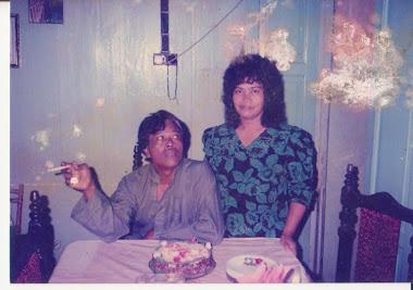 Arwah bersama emak di rumah jln Pauh ,Assam Kumbang 1989