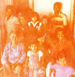 Gambar ini masa di Berek Hospitak K.Kangsar bersama Arwah abah & opah