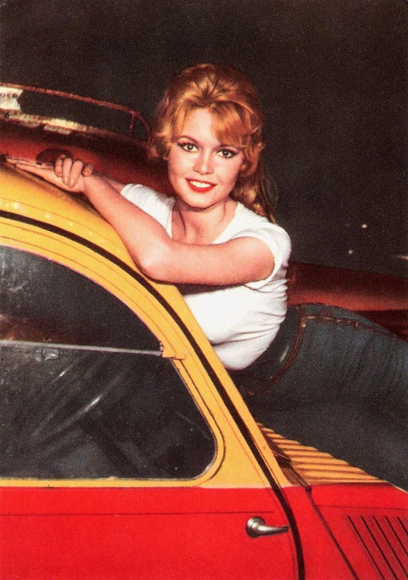 Foto d'epoca - Pagina 5 Brigitte+Bardot+Citro%C3%ABn+2CV