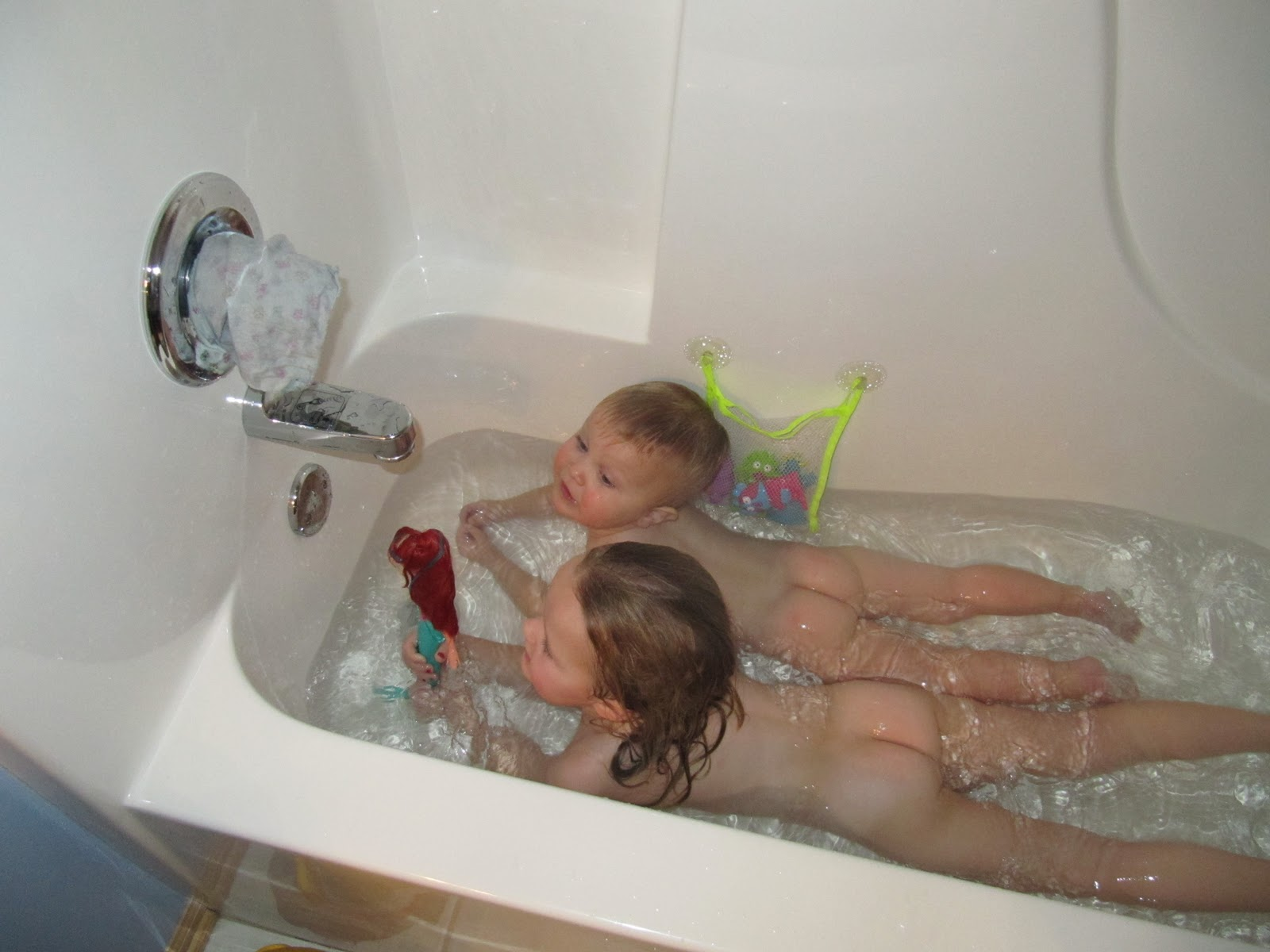 Bathtime play with april thomas - 3 7