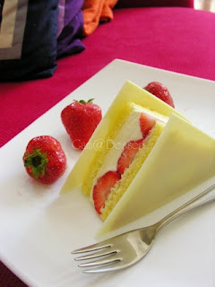 strawberry cream sandwich dessert pic